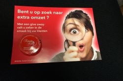 Flyer met Give Away op de deurmat